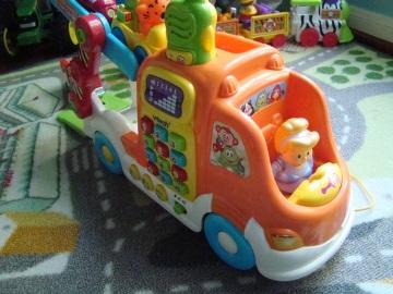 princess Cinderella drives a truck